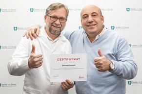 Фото Энрико Альярди с нашими врачами после лекции